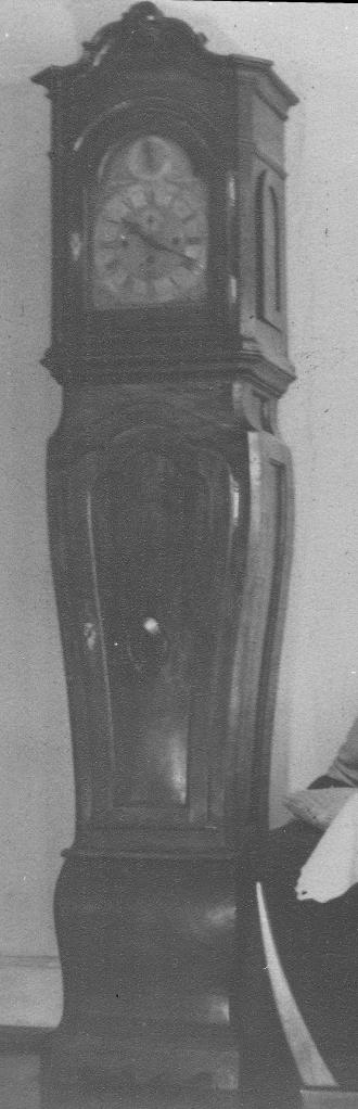 Die barocke Standuhr - vermutlich aus dem 18. Jahrhundert - verschwand im Antikhandel der KoKo